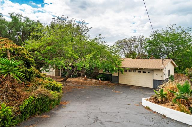 1923 Stonewall Ln, Vista, CA 92084 (#180057635) :: Whissel Realty