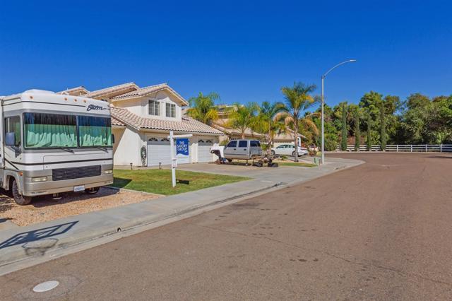 13764 Wyeth Road, El Cajon, CA 92021 (#180058798) :: Bob Kelly Team