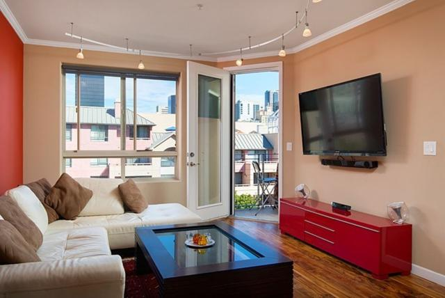 235 Market St #504, San Diego, CA 92101 (#180059841) :: The Yarbrough Group