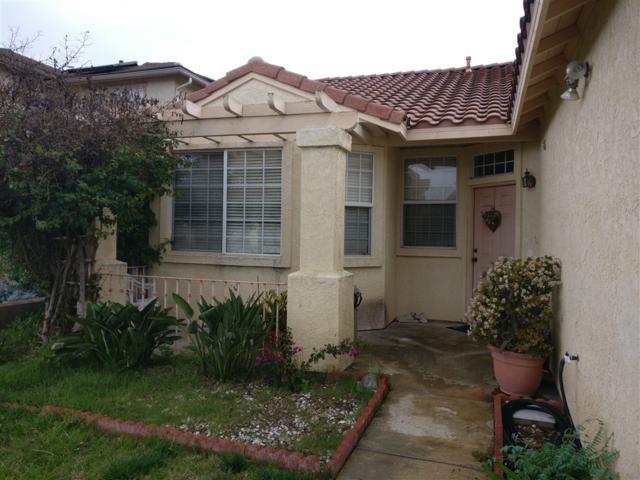 5026 Avocado Park Ln, Fallbrook, CA 92028 (#190008533) :: Whissel Realty