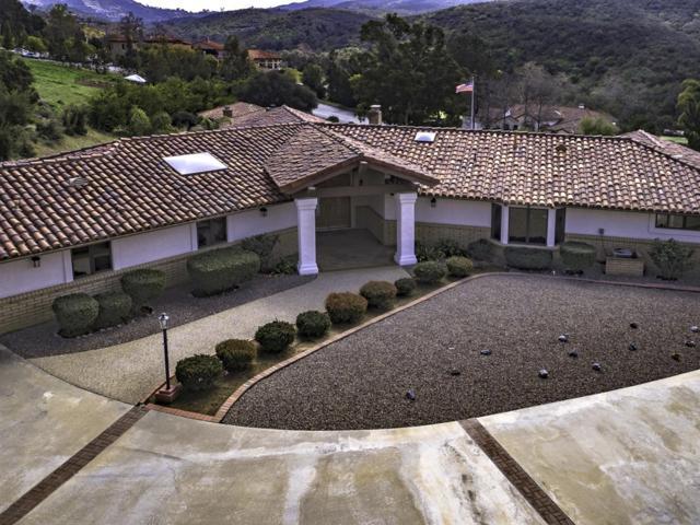 29421 Vista Valley Dr, Vista, CA 92084 (#190012220) :: Farland Realty