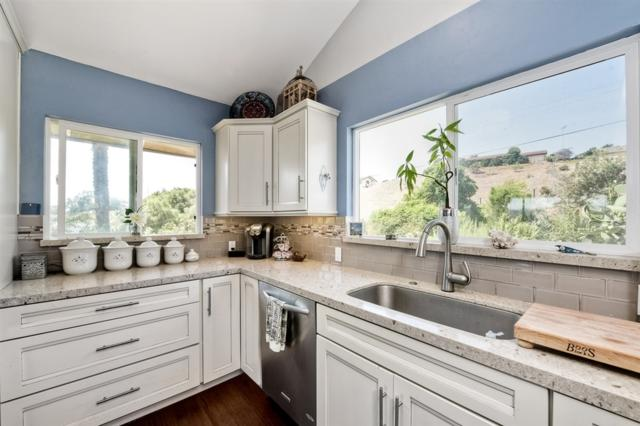 31561 Cottontail Ln, Bonsall, CA 92003 (#190016734) :: The Marelly Group | Compass