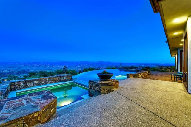 10 Rolling View Ln, Fallbrook, CA 92028 (#190023034) :: Neuman & Neuman Real Estate Inc.
