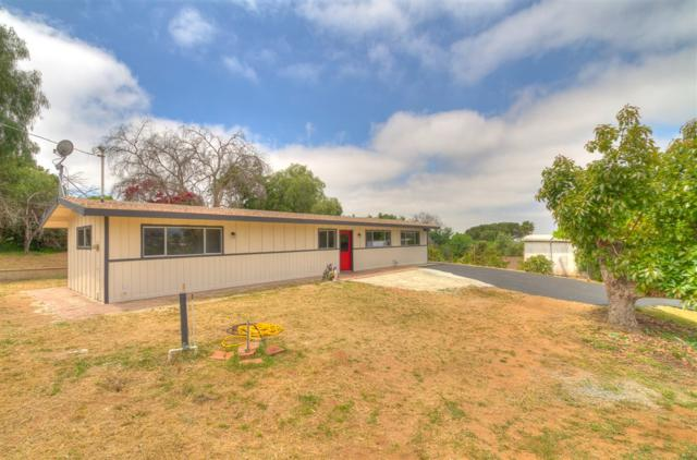 360 W W Clemmens Ln, Fallbrook, CA 92028 (#190026606) :: Whissel Realty
