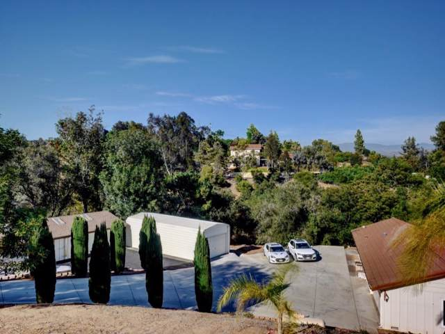 4054 Palomar Dr., Fallbrook, CA 92028 (#190043317) :: Whissel Realty
