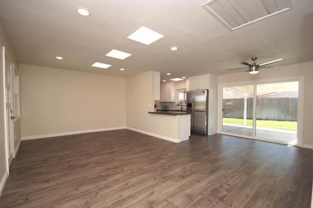 8856 Ellenwood Cir, Spring Valley, CA 91977 (#190051109) :: Compass