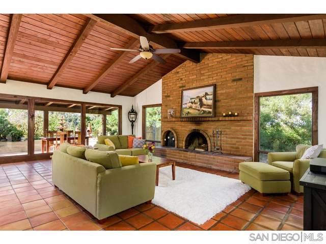 1209 Sunset Dr, Vista, CA 92081 (#200002817) :: Neuman & Neuman Real Estate Inc.