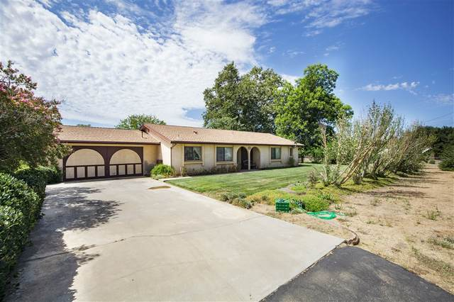 13733 Hilldale, Valley Center, CA 92082 (#200038892) :: Whissel Realty