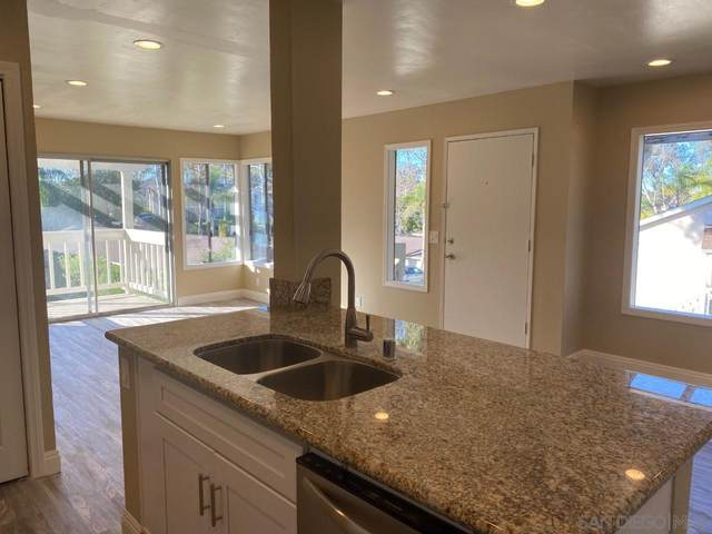 207 Diamond Way #219, Vista, CA 92083 (#210001297) :: PURE Real Estate Group