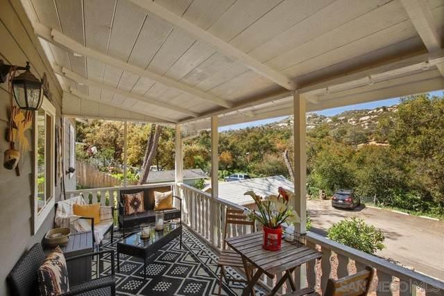 15575 Oakvale Rd, Escondido, CA 92027 (#210008882) :: Neuman & Neuman Real Estate Inc.