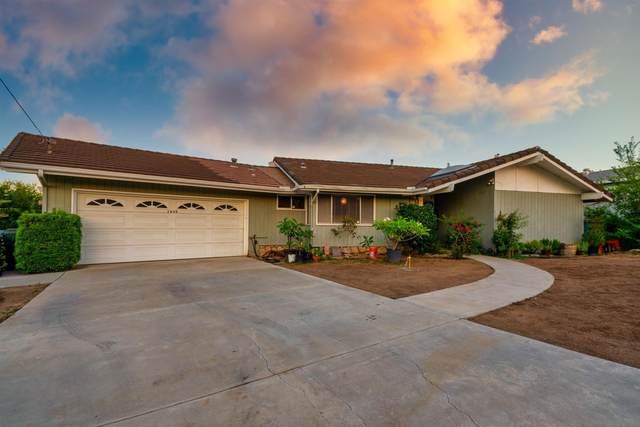 1633 Alapat Dr, Escondido, CA 92027 (#210025213) :: Solis Team Real Estate