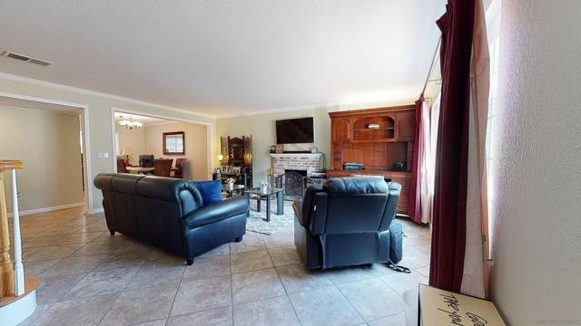 12761 Larchmont St, Poway, CA 92064 (#210026192) :: The Marelly Group | Sentry Residential