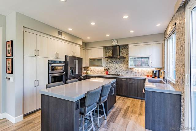 5387 Renaissance Ave, San Diego, CA 92122 (#210028890) :: Wannebo Real Estate Group