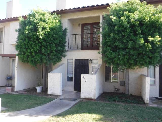 229 Espanas Glen, Escondido, CA 92026 (#210029076) :: Wannebo Real Estate Group