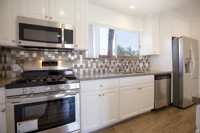 985 Imperial Beach Blvd, Imperial Beach, CA 91932 (#180003430) :: Heller The Home Seller