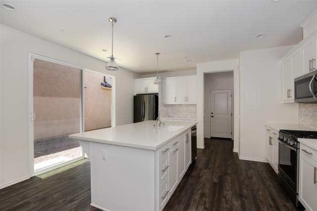 21647 Trail Ridge Dr, Escondido, CA 92029 (#180039336) :: Neuman & Neuman Real Estate Inc.