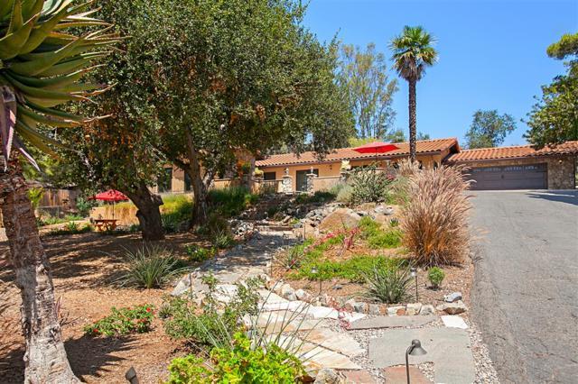 1020 Vereda Callada, Escondido, CA 92029 (#180045542) :: The Yarbrough Group