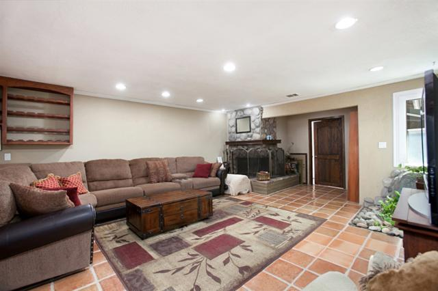 9642 Prospect Ave, Lakeside, CA 92040 (#180054067) :: The Yarbrough Group