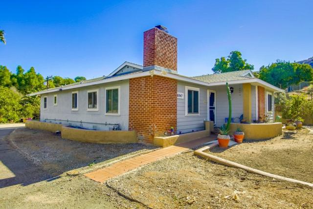 8847 Golden Ridge Rd, Lakeside, CA 92040 (#180058346) :: Whissel Realty