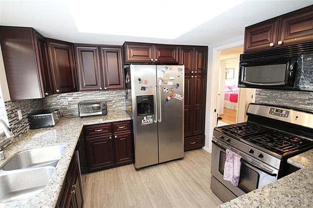 376 Center St #305, Chula Vista, CA 91910 (#180058689) :: Farland Realty