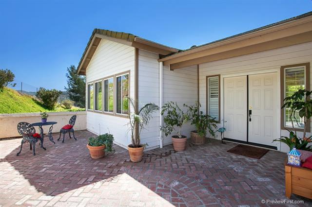 77 Via Larga Vista, Bonsall, CA 92003 (#190003297) :: eXp Realty of California Inc.