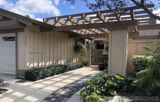 8555 Circle R Course Ln, Escondido, CA 92026 (#190013053) :: Neuman & Neuman Real Estate Inc.