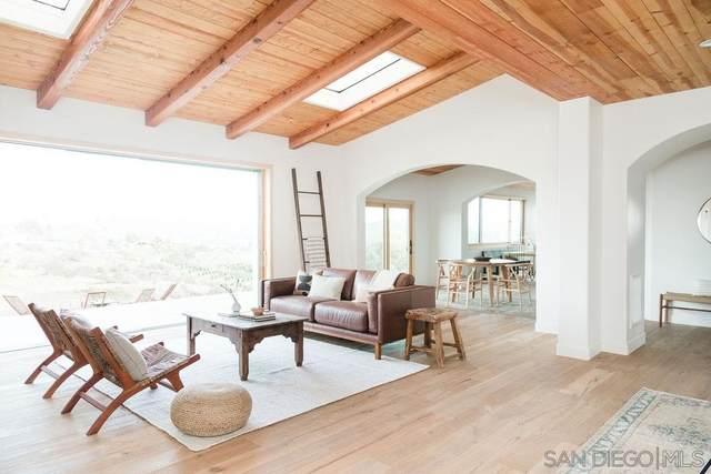 2559 Vista De Palomar, Fallbrook, CA 92028 (#200011297) :: Neuman & Neuman Real Estate Inc.