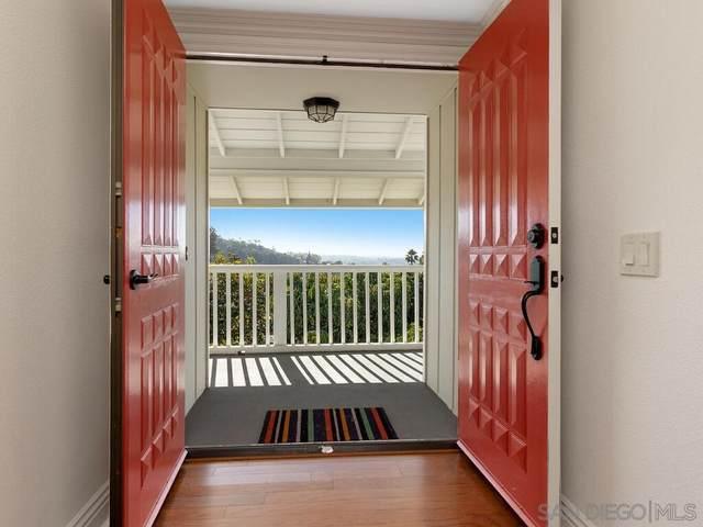 2007 Wonderview Dr, Vista, CA 92084 (#210009753) :: SunLux Real Estate
