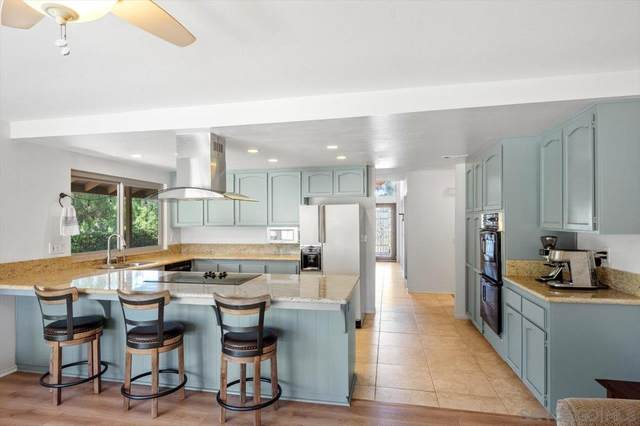 17469 Saint Andrews Dr, Poway, CA 92064 (#210015290) :: The Stein Group
