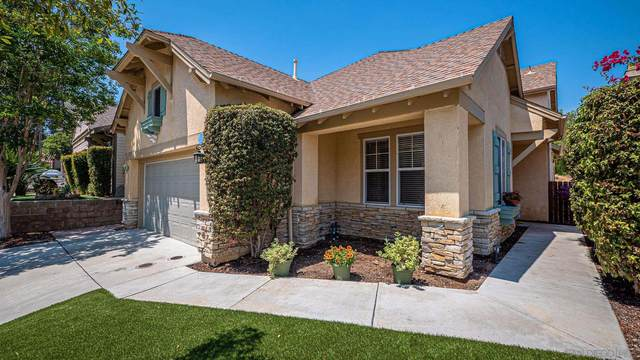 369 Poets Square, Fallbrook, CA 92028 (#210016389) :: The Stein Group