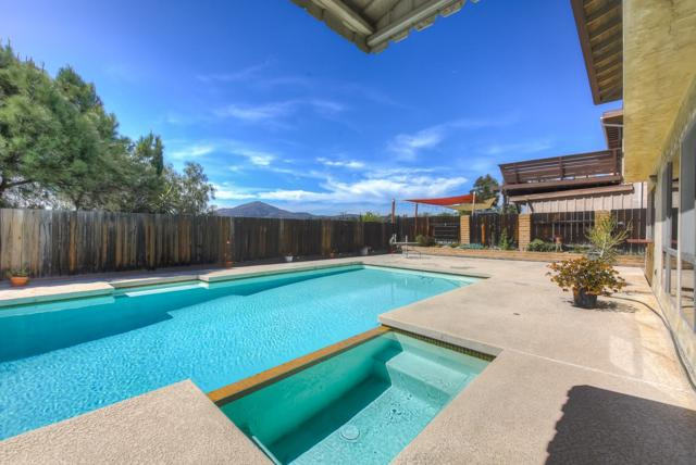 6244 Lake Athabaska Pl, San Diego, CA 92119 (#180018476) :: Neuman & Neuman Real Estate Inc.