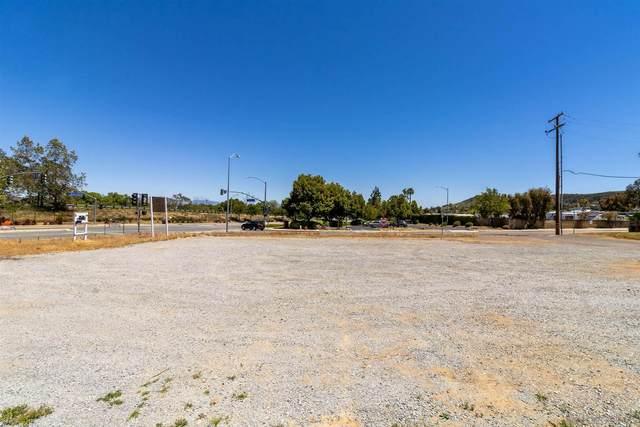 8069 Mission George 1 #1, Santee, CA 92071 (#210020932) :: Windermere Homes & Estates