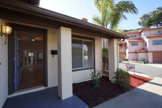 6755 Robbins Way, San Diego, CA 92122 (#170063093) :: The Houston Team | Coastal Premier Properties