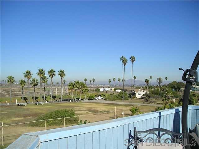 137 Carnation Ave, Imperial Beach, CA 91932 (#160031120) :: Farland Realty