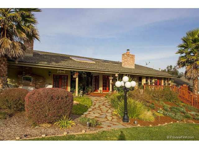 608 Tumbleweed Lane, Fallbrook, CA 92028 (#120061356) :: The Marelly Group | Realty One Group