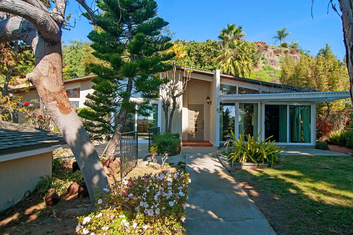 4950 Pacifica Drive, San Diego, CA 92109 (#170008101) :: Coldwell Banker Residential Brokerage