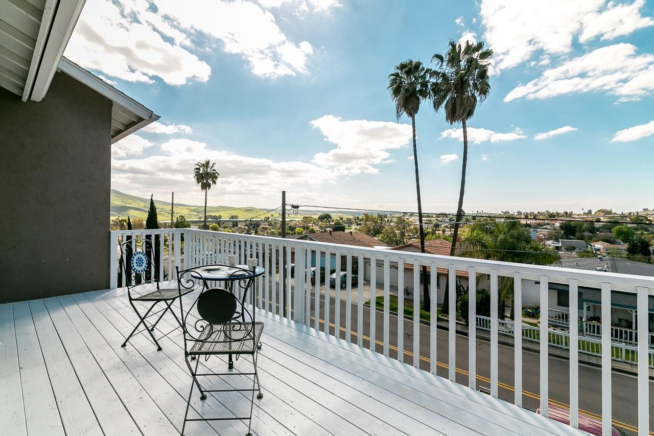 914 Luther Dr, Spring Valley, CA 91977 (#170019773) :: Whissel Realty