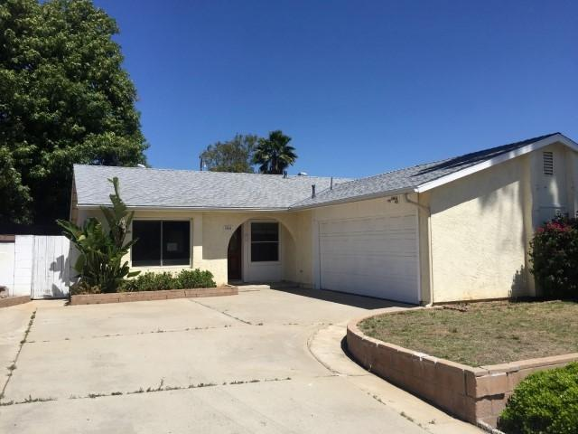 1060 Bridgeport St, Escondido, CA 92027 (#170031379) :: The Marelly Group | Realty One Group
