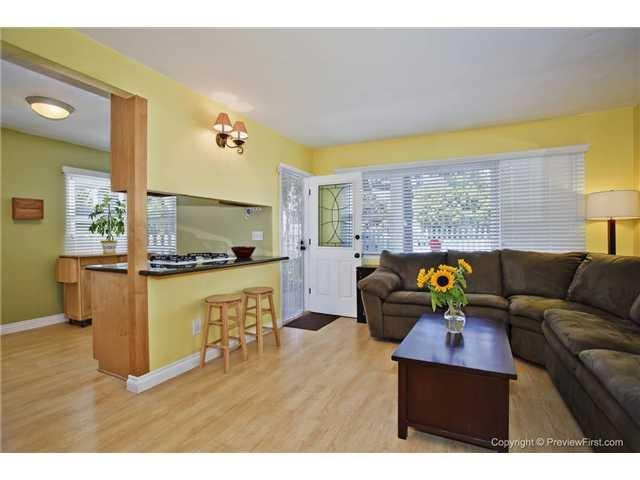 1617 Thomas Avenue, Pacific Beach, CA 92109 (#170032617) :: Whissel Realty