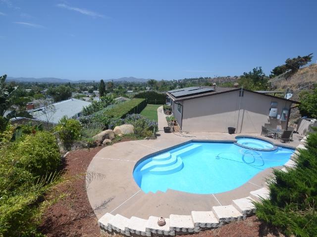 1470 E El Norte Pkwy, Escondido, CA 92027 (#170038698) :: Coldwell Banker Residential Brokerage