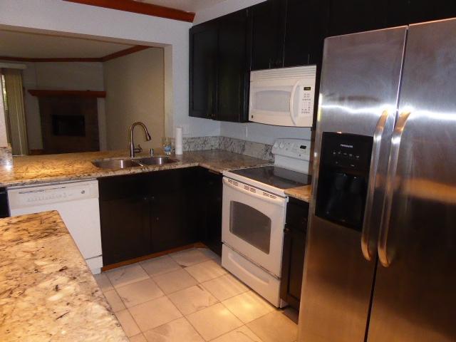 8880 Villa La Jolla Drive #206, La Jolla, CA 92037 (#170042671) :: Keller Williams - Triolo Realty Group