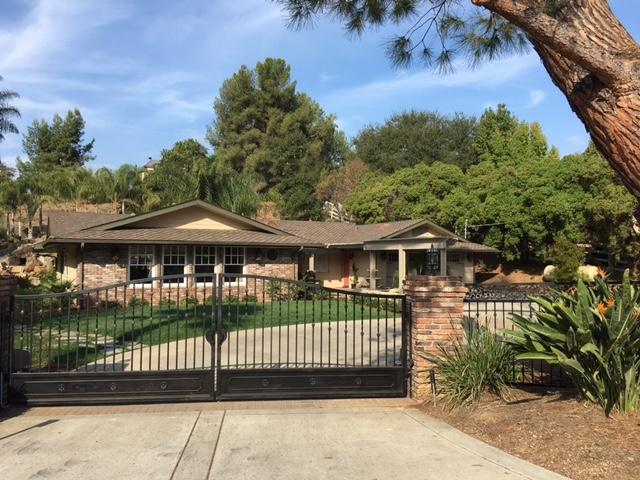 2720 Los Alisos Drive, Fallbrook, CA 92028 (#170054705) :: Allison James Estates and Homes