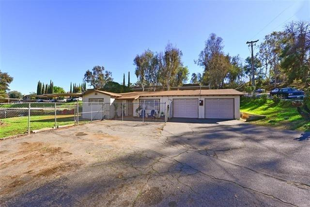 206 S Rose St, Escondido, CA 92027 (#170059317) :: Coldwell Banker Residential Brokerage