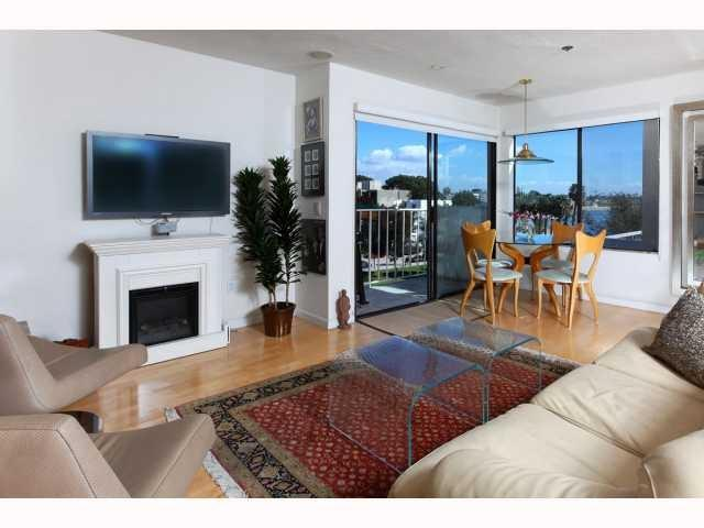 1251 Parker Place 4A, San Diego, CA 92109 (#170059483) :: The Yarbrough Group