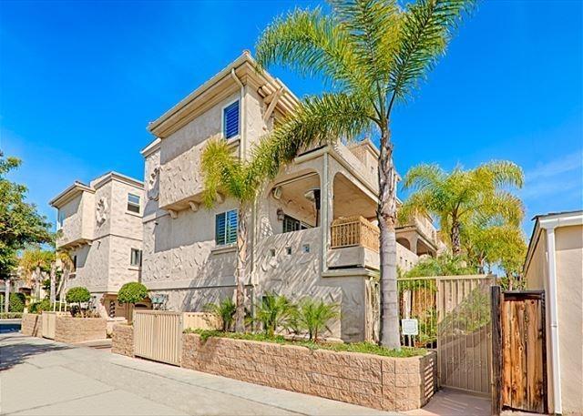 1017 Sapphire, San Diego, CA 92109 (#180002261) :: Ghio Panissidi & Associates