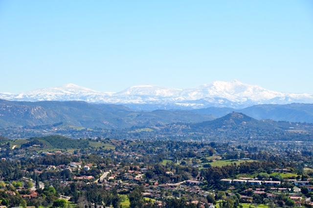 2405 S Summit Circle Glen, Escondido, CA 92026 (#180002691) :: KRC Realty Services