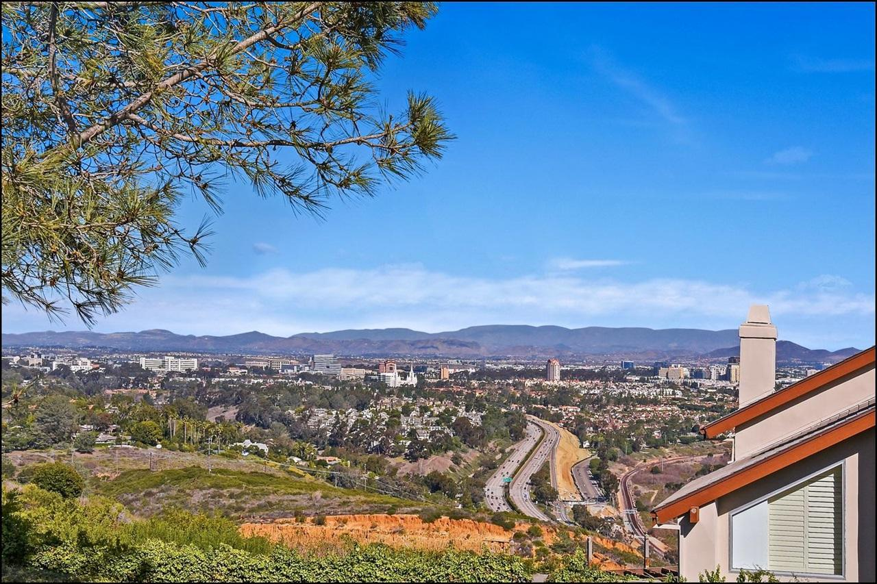 6683 Caminito Hermitage, La Jolla, CA 92037 (#180003726) :: The Houston Team | Coastal Premier Properties