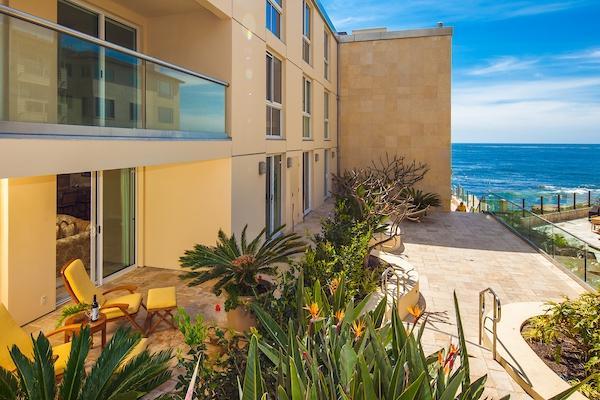 202 Coast Blvd #4, La Jolla, CA 92037 (#180019061) :: Ghio Panissidi & Associates