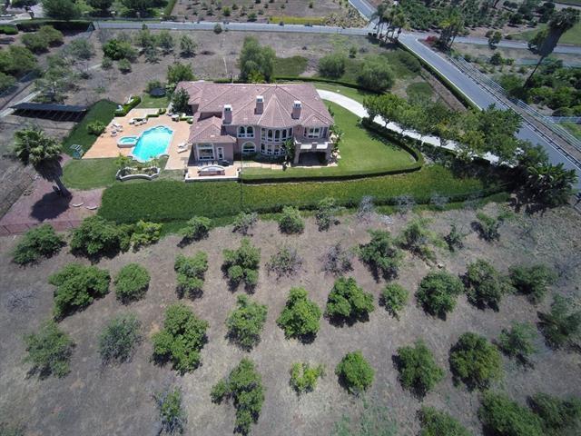 6129 Villa Medici, Bonsall, CA 92003 (#180021002) :: Ascent Real Estate, Inc.