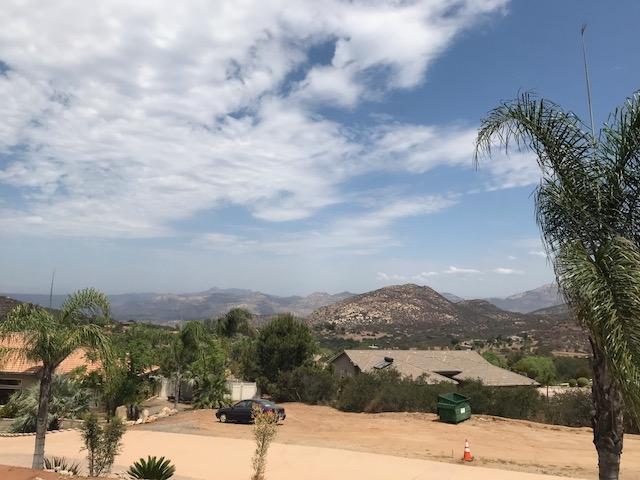 835 Mountain View Pl., El Cajon, CA 92021 (#180044762) :: Keller Williams - Triolo Realty Group